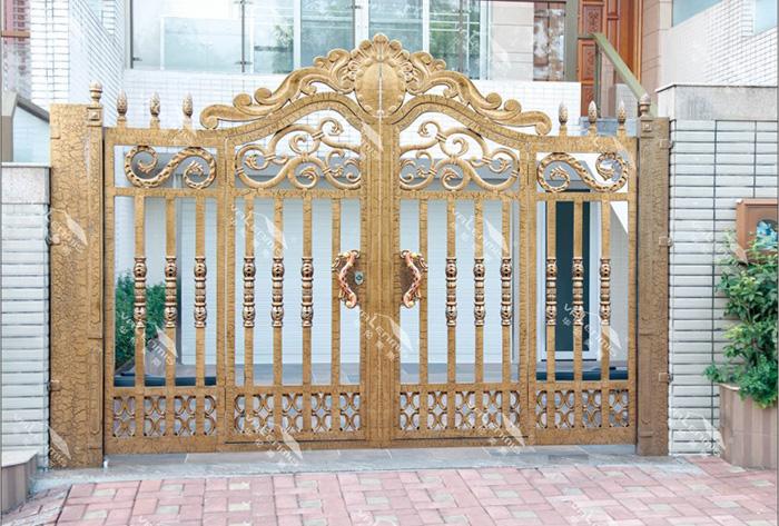 如何挑选优质的庭院门